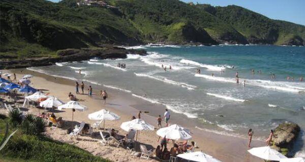 Búzios determina proibição de permanência nas praias após aprovação do 'superferiadão'