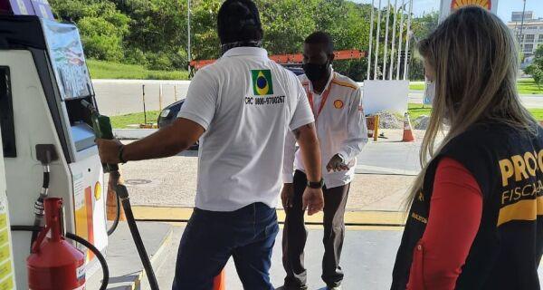 Procon e ANP fiscalizam postos de combustíveis em Arraial do Cabo