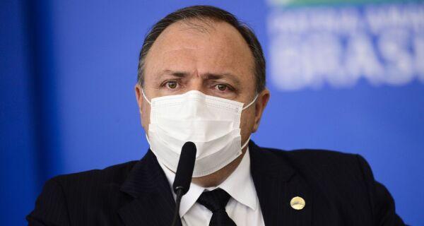 Pazuello nega atraso em cronograma de vacinação ao Congresso