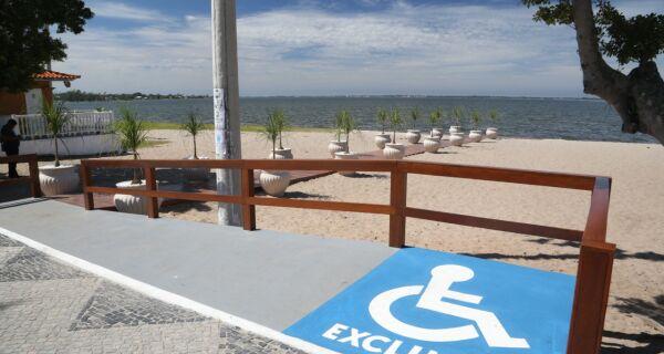 Araruama inicia projeto de acessibilidade com inauguração de rampa para cadeirantes na orla da Lagoa
