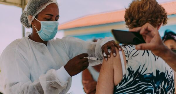 Cabo Frio vai imunizar idosos de 79 anos na quinta-feira (11) e de 78 anos na sexta (12)