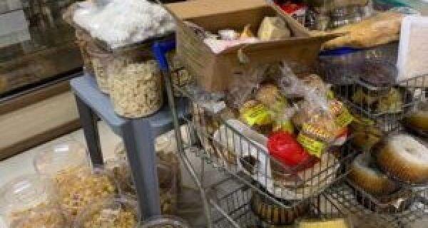 Procon encontra produtos com validade vencida em loja de rede de fast food em São Pedro da Aldeia