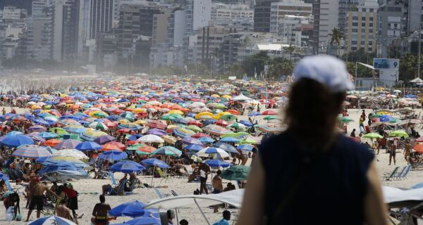 Projeto na Alerj prevê multa para quem se aglomerar durante a pandemia