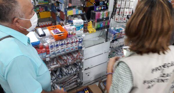 Vigilância Sanitária apreende caixas de remédios tarja preta sem licença em farmácia de Cabo Frio