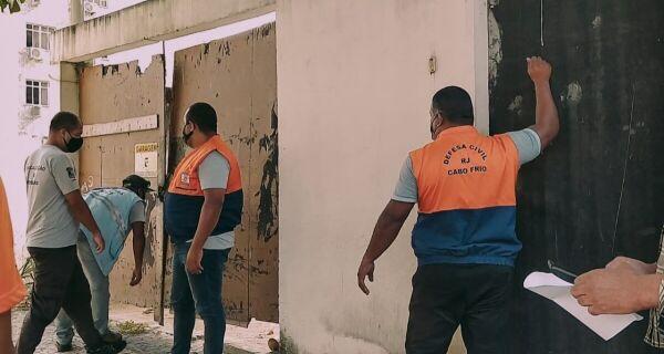 Prefeitura de Cabo Frio desocupa edifício irregular na Praia do Forte