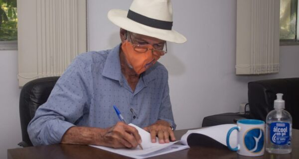 Bonifácio sanciona lei que autoriza Cabo Frio integrar consórcio de compra de vacinas da Covid-19