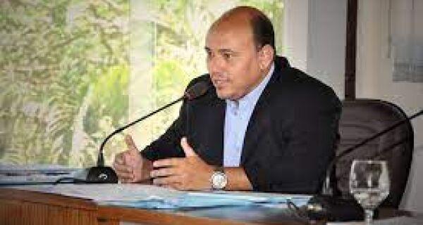 Vereador de Búzios Lorram Silveira se entrega à polícia 48 horas depois de operação do MP