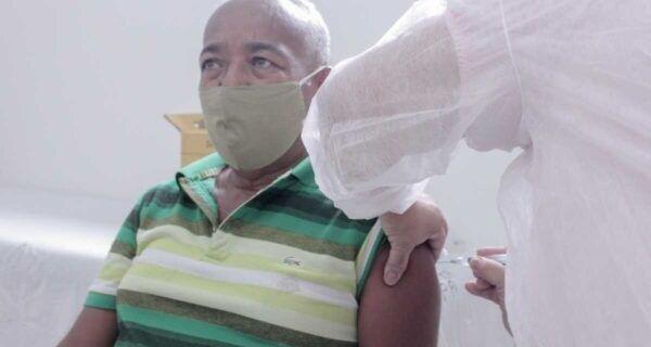 Vacinação em idosos de 63 anos ou mais continua na próxima segunda (26) em São Pedro da Aldeia