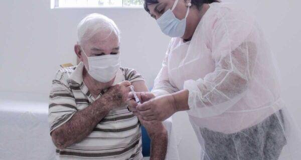 Covid-19: aplicação da primeira dose de vacina é retomada em idosos de 65 anos ou mais em São Pedro
