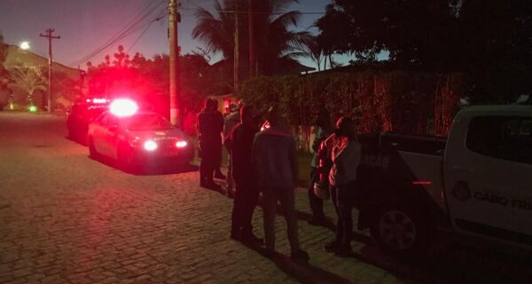 Prefeitura de Cabo Frio flagra turistas em casa alugada de forma irregular