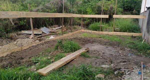 Denúncia do Linha Verde leva Polícia Ambiental à area desmatada na APA Pau Brasil, em Cabo Frio