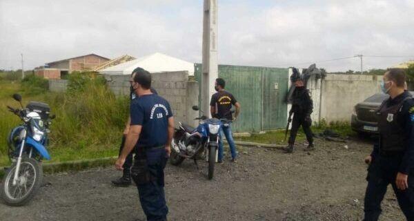 Fiscalizações encerram festas e notificam estabelecimentos comerciais no fim de semana em São Pedro