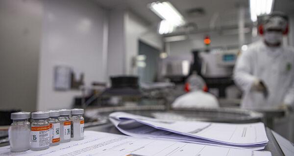 Insumos para vacina CoronaVac chegam ao Brasil dia 26 de maio