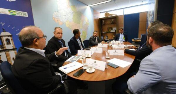 Comitiva de Arraial do Cabo é recebida por ministros, em Brasília