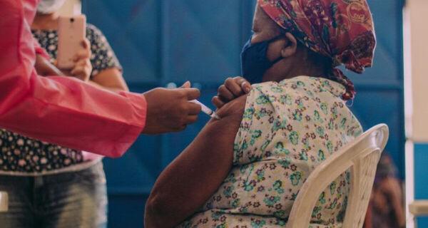 Mutirão de vacinação contra a Covid-19 imuniza 523 pessoas em Tamoios