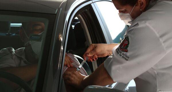 Ministério da Saúde anuncia vacinação contra Covid-19 para trabalhadores da educação