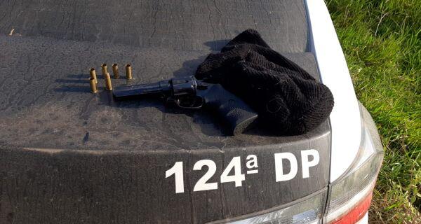 Polícia Civil prende comparsa que participou de chacina em Saquarema e encontra arma usada no crime