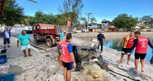Ações de limpeza das Ilhas Feia e Caboclo, em Búzios, recolhem mais de duas toneladas de lixo