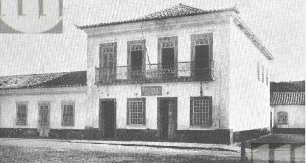 Prédio da Câmara Municipal de Cabo Frio guarda parte significativa de história da cidade
