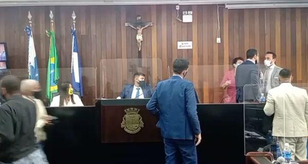 Bate-boca entre vereadores interrompe sessão na Câmara de Cabo Frio