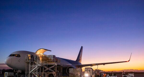 Governo do Estado e Aeroporto de Cabo Frio discutem parcerias para logística regional