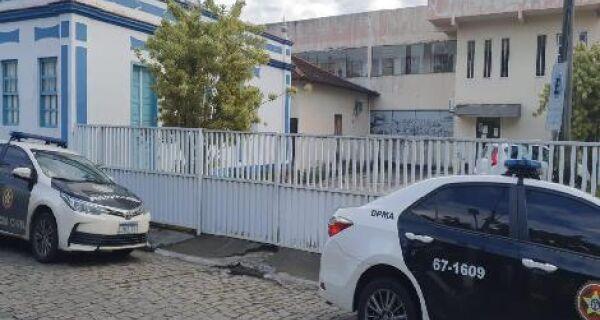Polícia Civil investiga envolvimento de milicianos em construção de prédio irregular em Saquarema