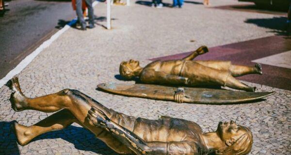 Bonifácio anuncia restauração das estátuas de Victor Ribas e Leandro