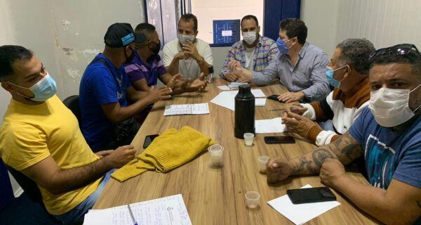 Vereadores de Cabo Frio se reúnem com ambulantes que querem mudanças em edital da Prefeitura