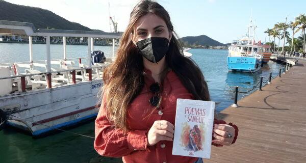 Escritora Aline Moschen lança livro 'Poemas de Sangue', pela Sophia Editora