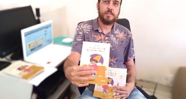 """Jornalista e escritor Victor Viana lança """"A criança debaixo do guarda-chuva"""""""