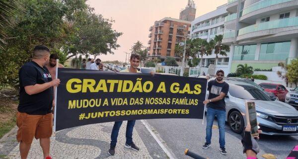 Protesto em defesa de Glaidson Acácio reúne centenas de pessoas em Cabo Frio