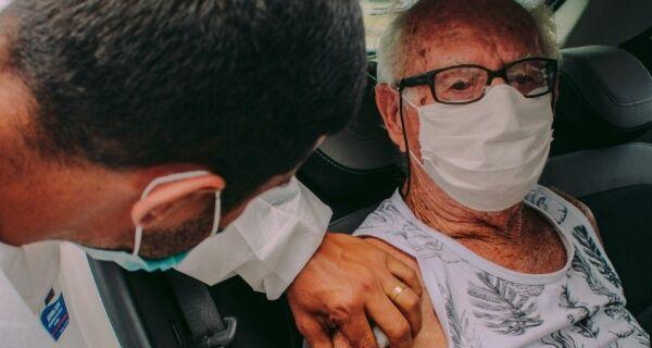 Primeira dose da vacina contra a Covid-19 volta a ser aplicada no drive-thru em Cabo Frio