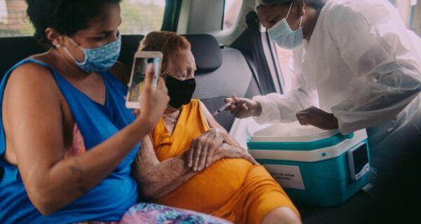 Cabo Frio aplica 3ª dose da vacina contra Covid em idosos a partir de 86 anos e imunossuprimidos