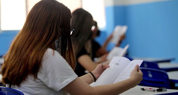 Governo do Estado vai distribuir absorventes para estudantes da rede pública