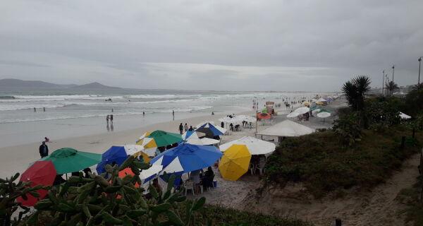 Sem trégua: feriado e Semana do Saco Cheio serão de chuva na Região dos Lagos