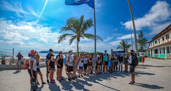 Júri internacional aprova renovação da Bandeira Azul na Praia do Peró por mais uma temporada