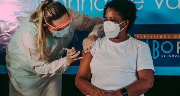 Profissionais da Saúde começam a receber dose de reforço em Cabo Frio