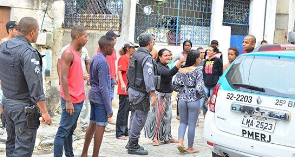 Velório gera protesto na Praia do Siqueira