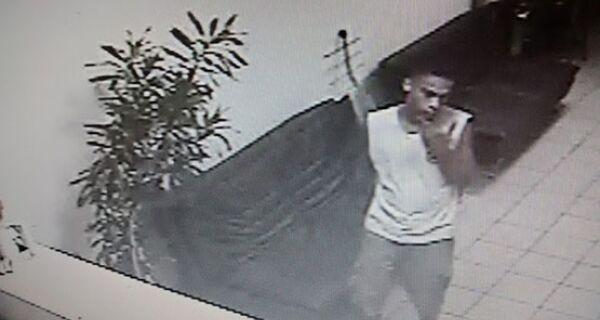 Câmara flagra ladrão roubando notebook na Apae de Cabo Frio