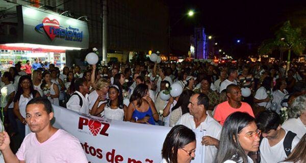 Após onda de violência, passeata pelo centro pede paz em Cabo Frio