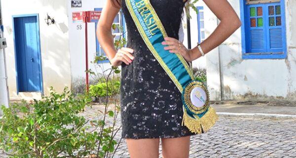 Modelo cabofriense vai ao Equador em busca de mais um título de Miss