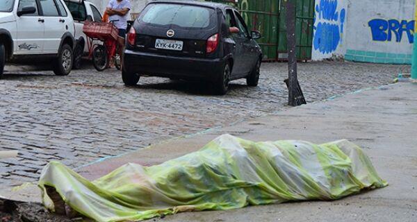 Homem não identificado é morto a tiros na manhã desta quarta-feira (28) no Jardim Caiçara