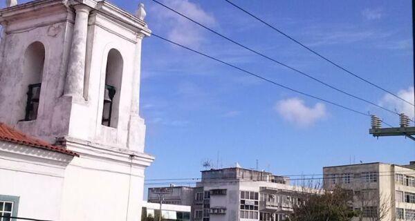 Sol entre nuvens predomina neste sábado na Região dos Lagos