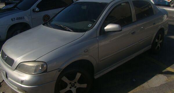 Polícia recupera Astra roubado na garagem de uma casa no Jardim Olinda, em Cabo Frio