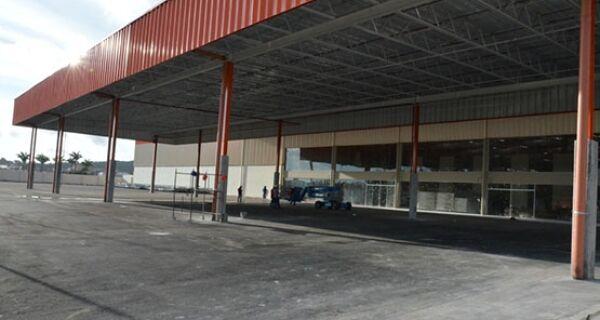 Mercado do grupo Carrefour está em fase final de construção em São Pedro da Aldeia