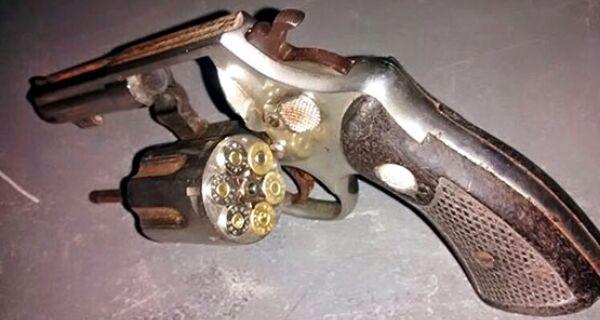 Policiais prendem homem com arma no bairro Tangará, em Cabo Frio