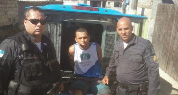Homem é preso no bairro Beco do Rato com 10 pinos de cocaína e dez trouxinhas de maconha
