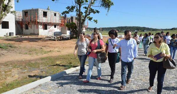 Equipe da prefeitura de São Pedro visita obras do Minha Casa Minha Vida na Rua do Fogo
