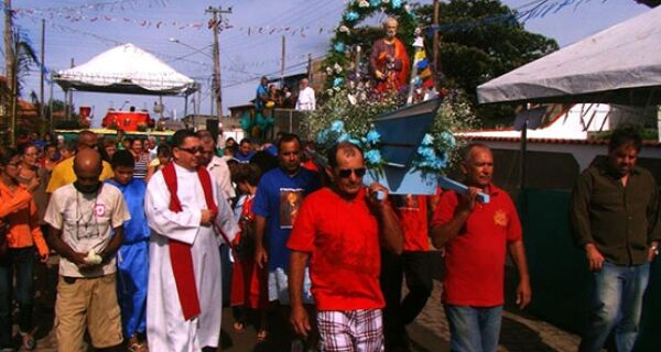 Procissão encerra festejos de São Pedro em Figueira, Arraial do Cabo