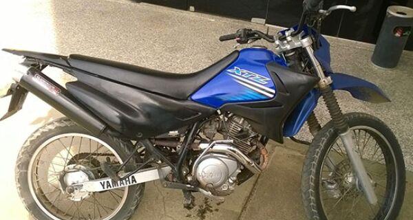 Droga é apreendida e motocicleta roubada em janeiro em Iguaba é recuperada em São Pedro da Aldeia